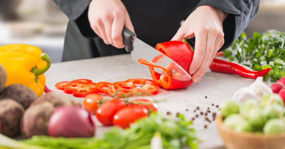 Urgent Hiring Cooks For Restaurant in Qurain