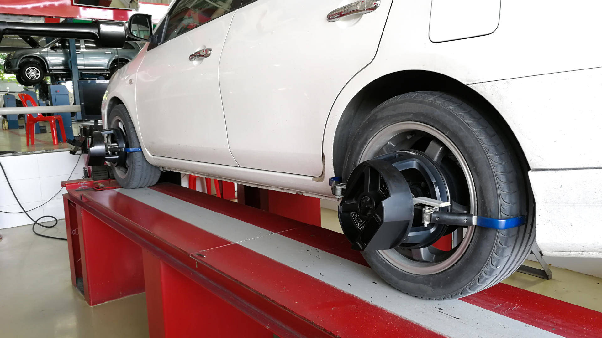 Urgent Hiring Expert in Tire change and Balancing + Alignment